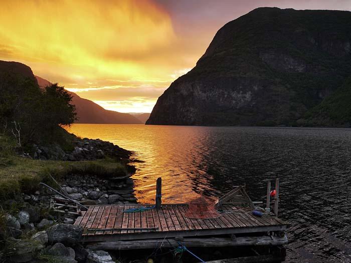 Das reinste Farbspektakel am Fjord