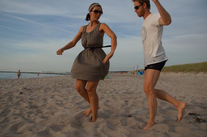 Am Strand muss man einfach tanzen! @Madlen und Lars von puriy