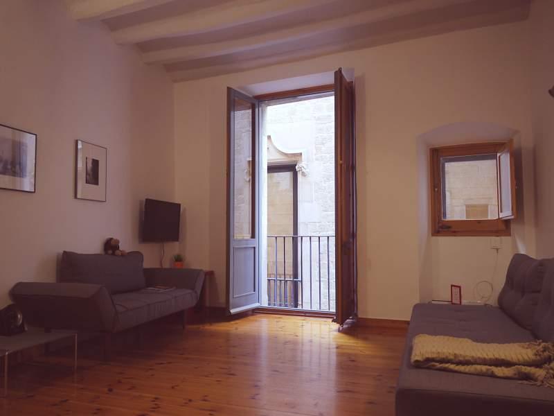wie es ist mitten in der altstadt von barcelona zu wohnen. Black Bedroom Furniture Sets. Home Design Ideas