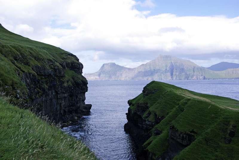 Das Blau und Grün der Färöer © Nadine Ormo