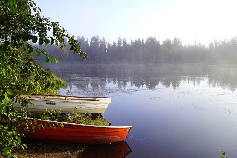 Am See in Finnland