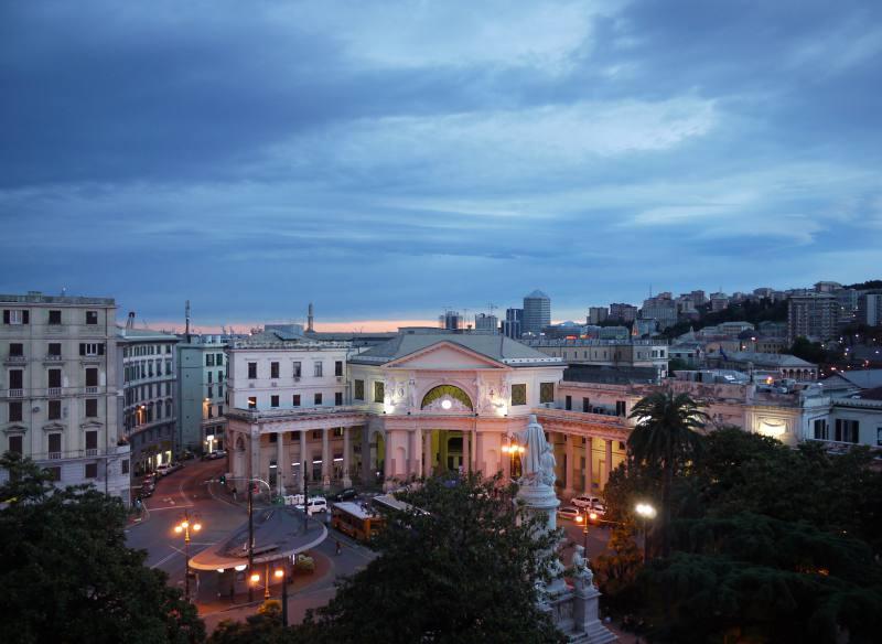 Genua bei Nacht