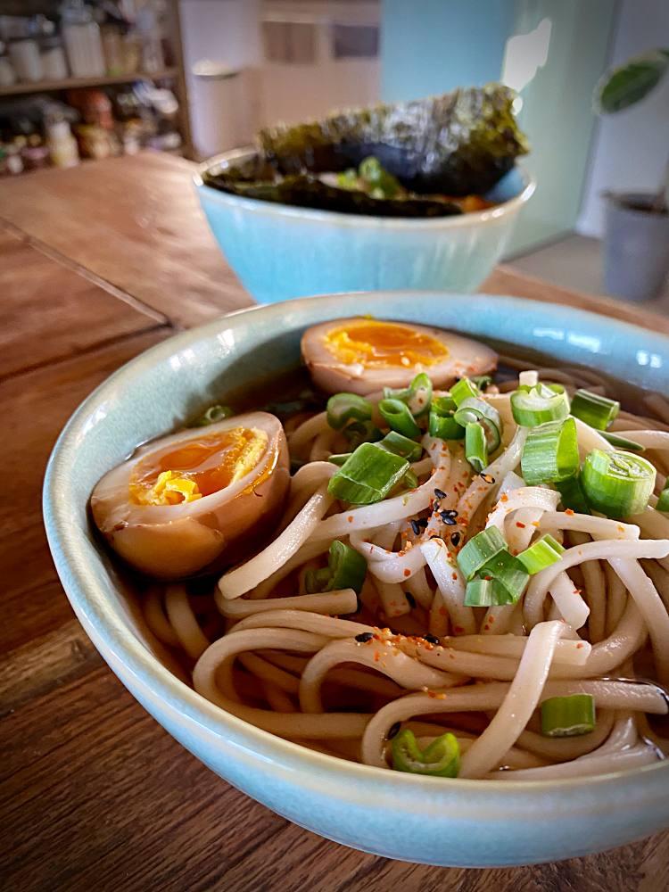Toshikoshi mit Udon und Soja-Eiern