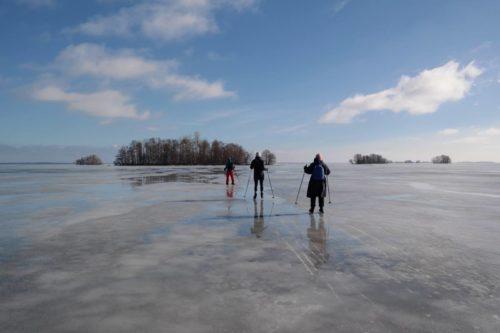 Eislaufen auf dem Hjälmaren, Schweden