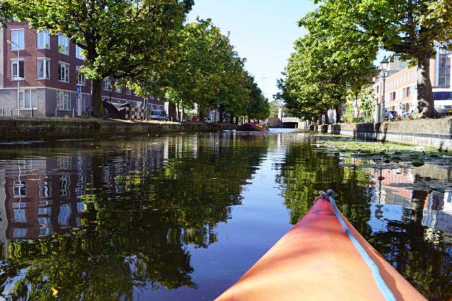 Mit dem Kanu durch Den Haag