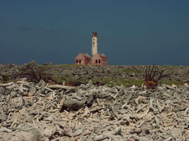 Verlassene Insel, verrotteter Leuchtturm