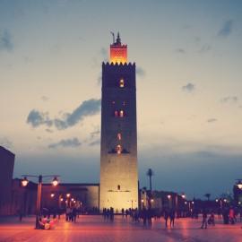 Vor der Koutoubia-Moschee