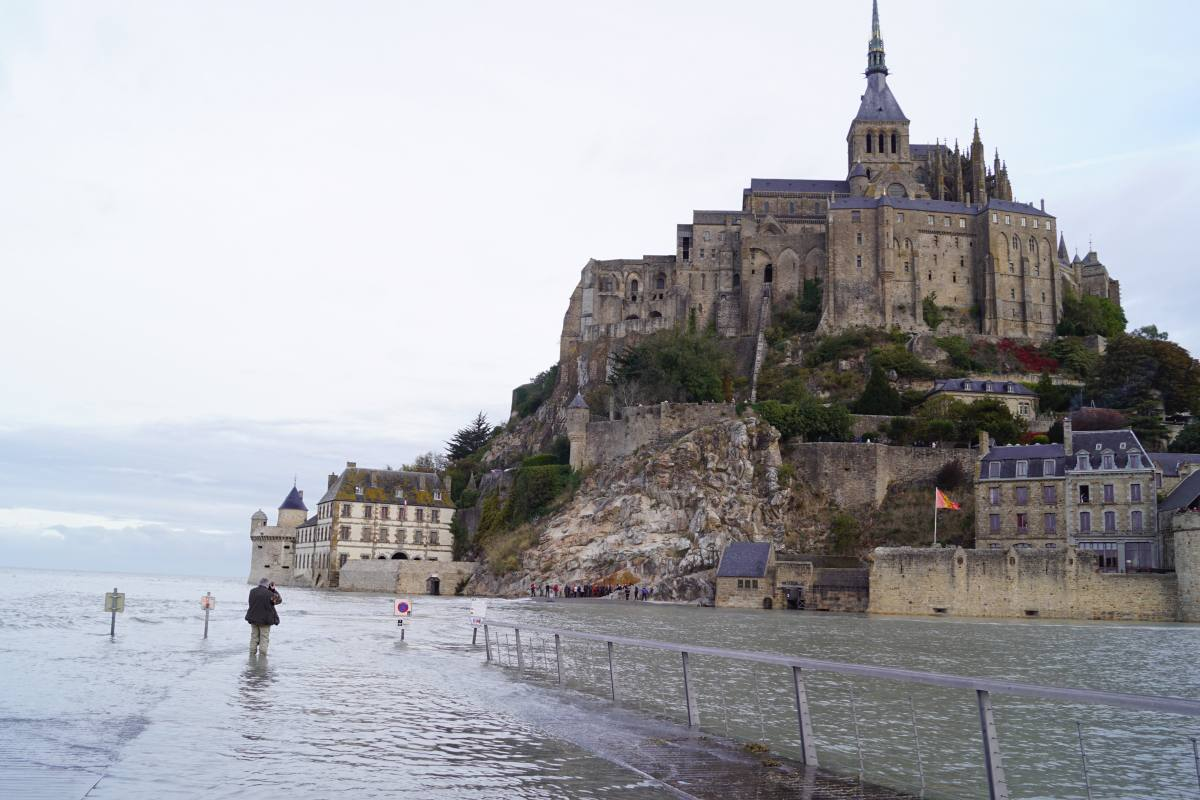 Springflut am Mont Saint Michel