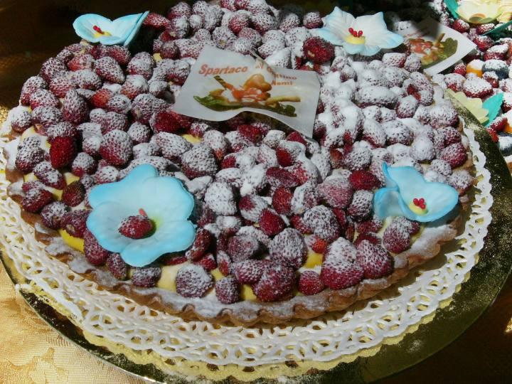 Torte mit Walderdbeeren, Nemi