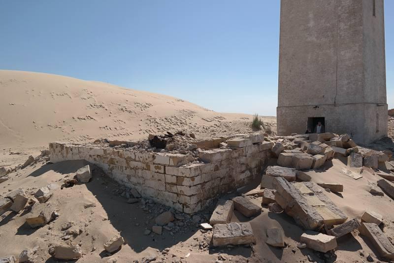 Lose Steine, Überreste der Häuser