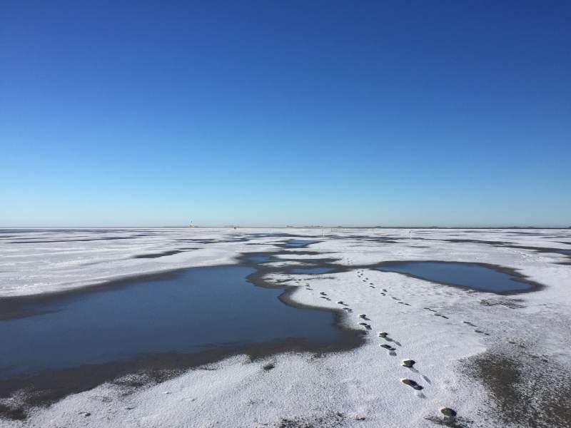 Schnee und Eis am Strand