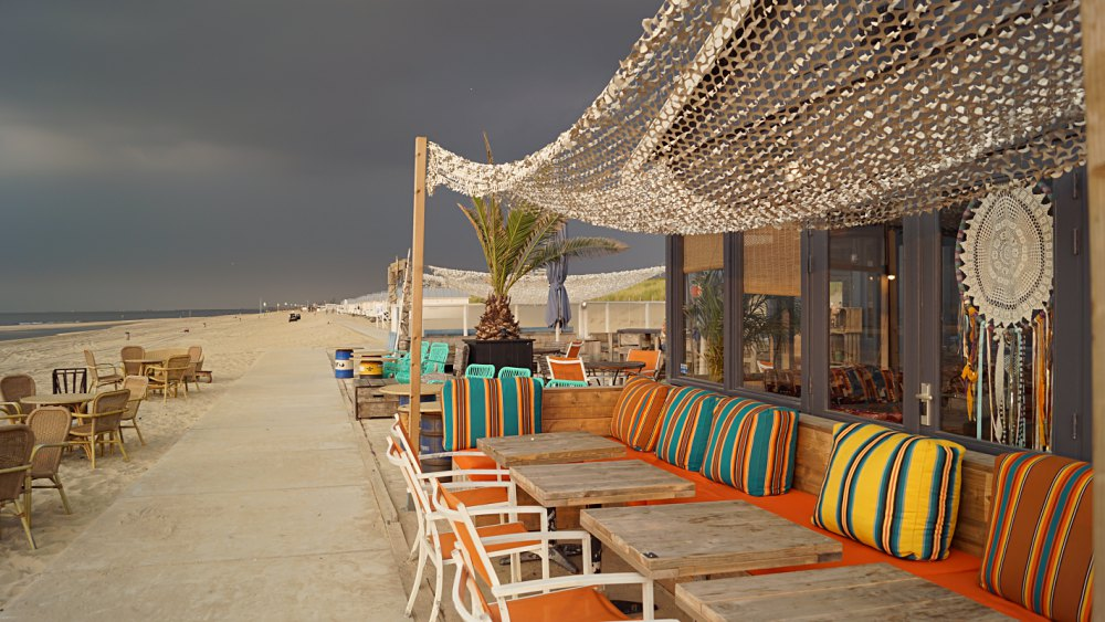 Die Beachclubs schließen früh.