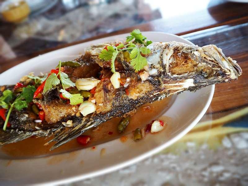 Knoblauch mit Fisch